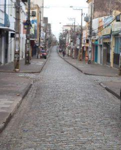 SÃO PAULO/SÃO LUÍS - Rua 25 de Março e Rua Grande: vazio grande ...